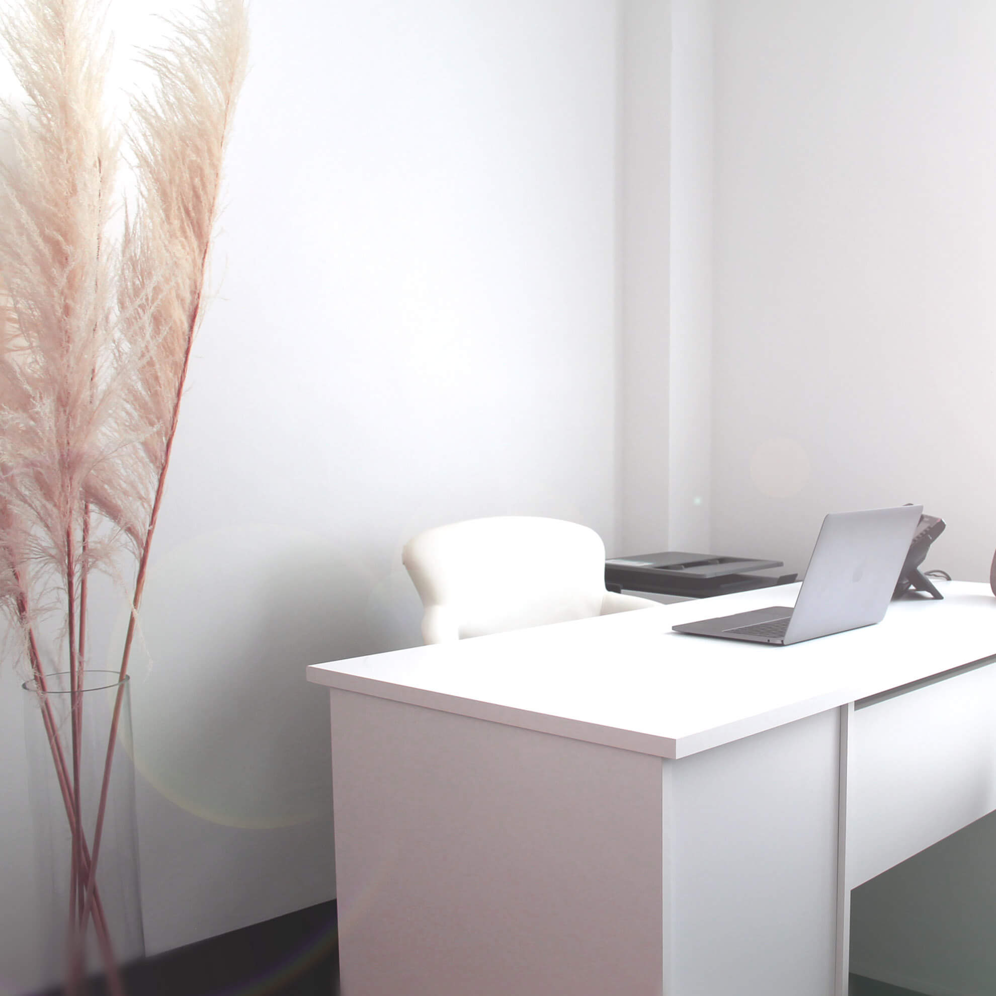 Blick auf einen NTMC Schreibtisch
